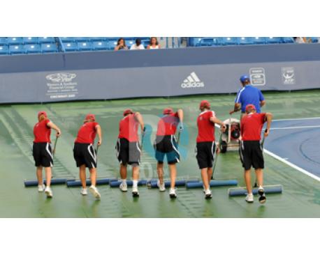 cây đẩy nước sân tennis
